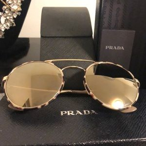 Prada sunglasses SPR 51S. Made in Italy. Case box.